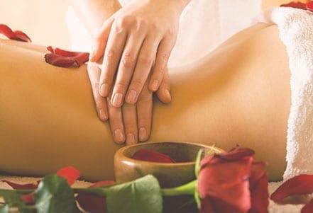 Maternité---Massage-femme_apres-accouchement