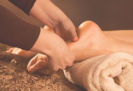 Maternité---Massage-pieds